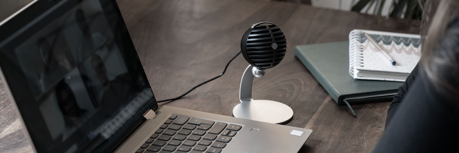 MV5C_Home_Office_Microphone_Lifestyle_Windows_Set_B_3-3840x1280